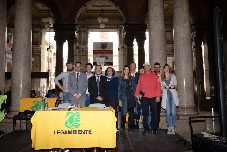 """Roma - Conclusa la campagna """"Negozi ricicloni 2016"""" premiate 11 attività"""
