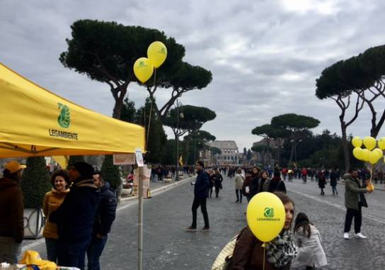 Legambiente anima la domenica ecologica in Via dei Fori presentati i dati su inquinamento atmosferico a Roma