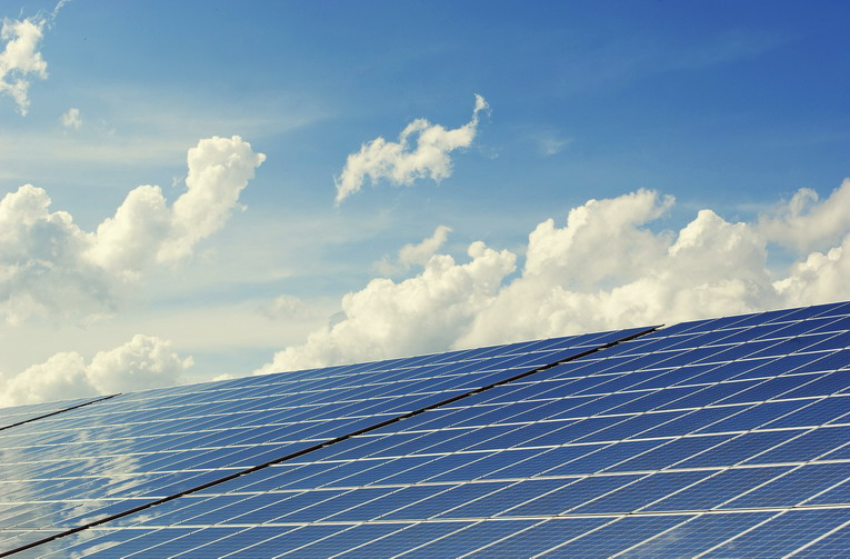 Rinnovabili, perché affidarsi all'uso dell'energia solare, dall'ambiente al taglio dei costi