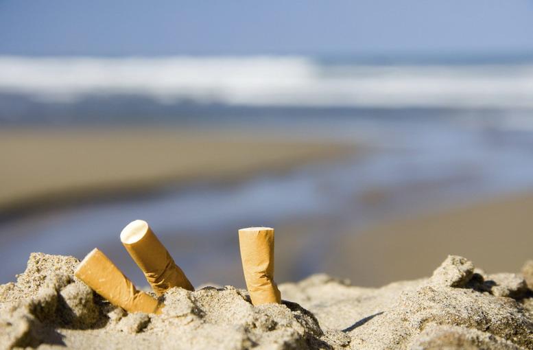 Cicche di sigaretta in spiaggia, 4mila sostanze tossiche al suo interno