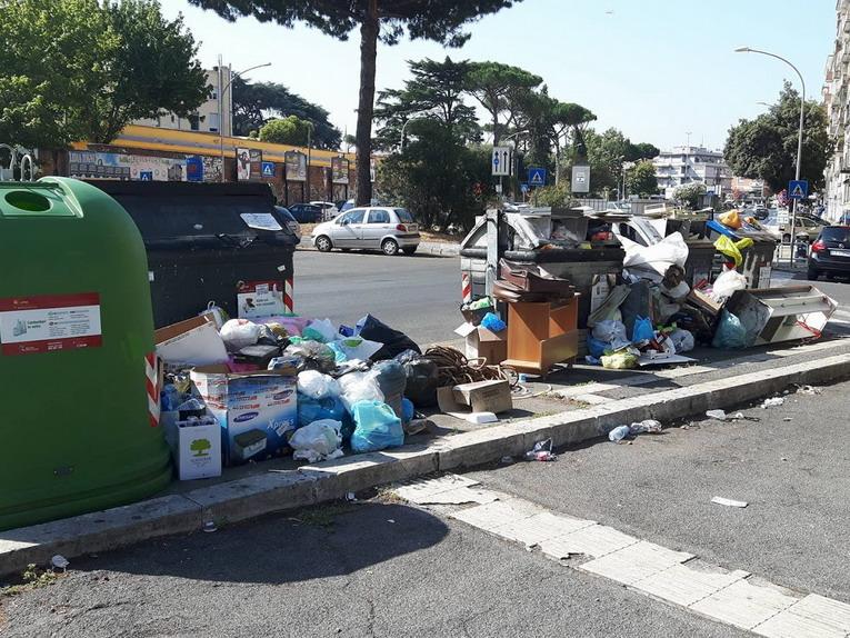 Rifiuti, Roma ferma al 44%, porta a porta solo a 33%