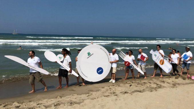 #Usaegettanograzie, nuova campagna di contrasto all'inquinamento da plastica