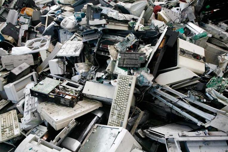 Regali di Natale tecnologici: dove butto i vecchi apparecchi elettronici?