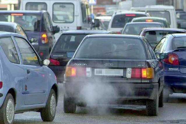 """Ecotassa auto inquinanti. Legambiente: """"L'Italia finalmente introduce una tassazione più favorevole alle auto pulite"""""""