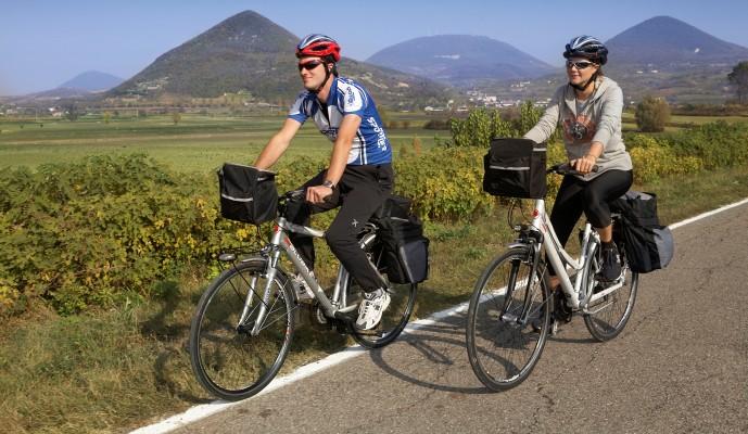 Aumentano i cicloturisti in Italia: nel 2018 oltre 77 milioni di presenze