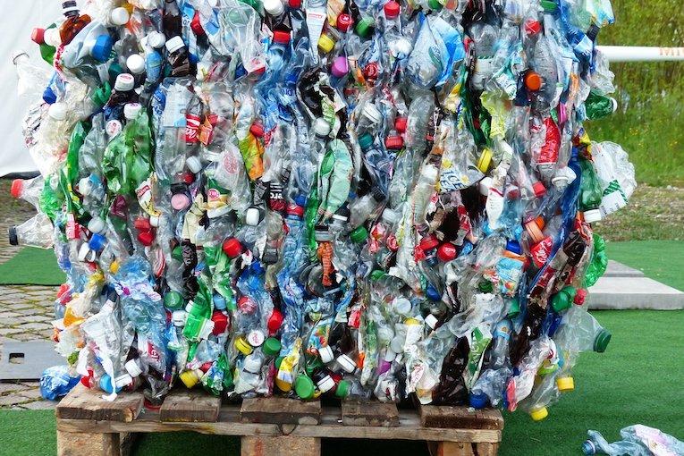 Plastica, in alcuni paesi si usa come forma di pagamento
