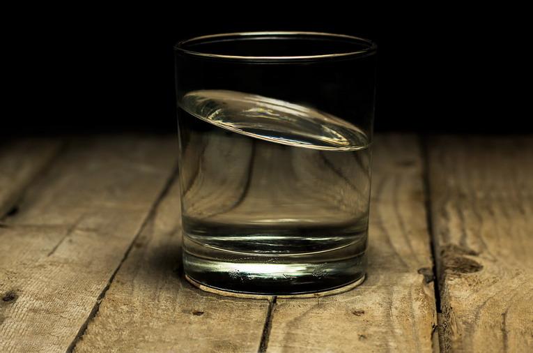 Differenziata vetro, i barattoli devono essere puliti?