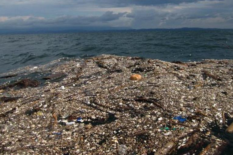 Plastica, le isole galleggianti nell'oceano