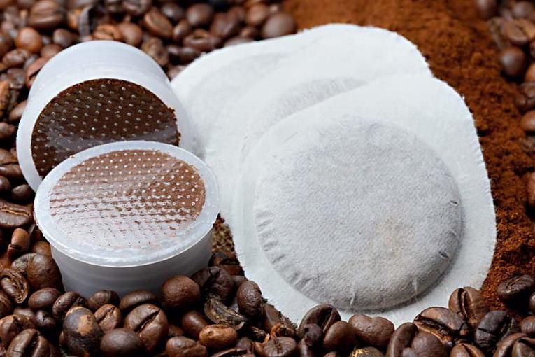 Cialde del caffè, vanno svuotate prima di gettarle?