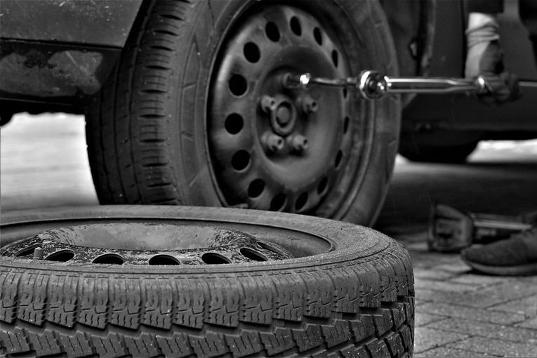 Gomme auto, si possono portare in discarica?