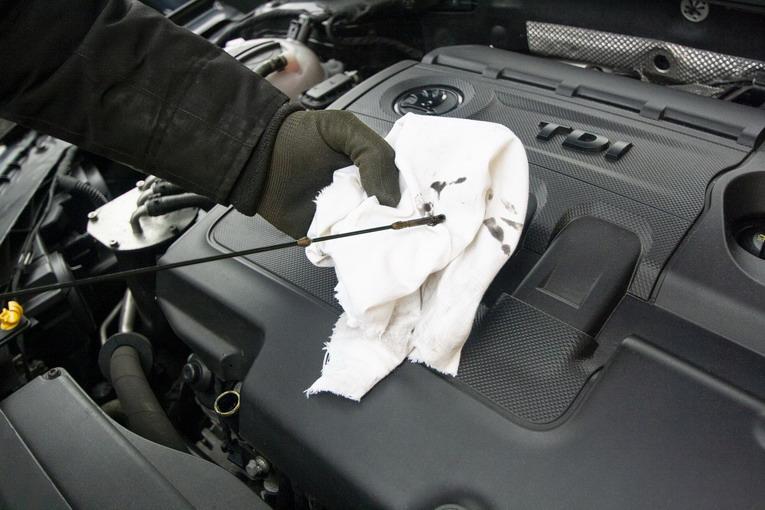 Olio motore, ci sono dei luoghi dove smaltirlo?