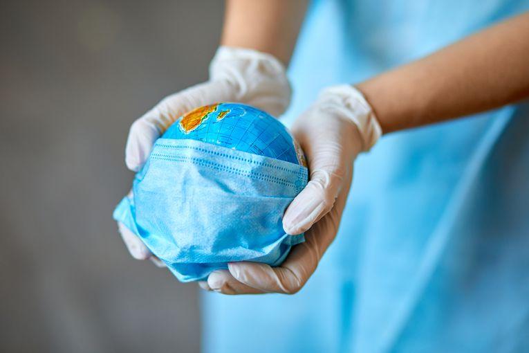 Positivi coronavirus, dove gettare le mascherine usate